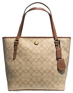 Coach Tote in khaki saddle