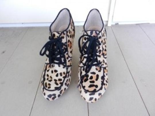 Preload https://item2.tradesy.com/images/topshop-animal-print-bootsbooties-size-us-9-regular-m-b-5906-0-0.jpg?width=440&height=440