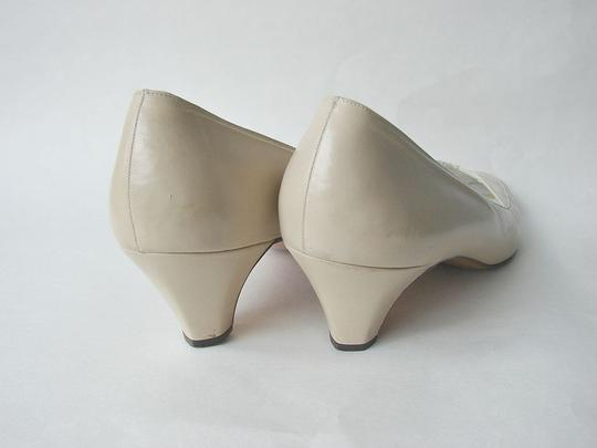 Bally Leather off cream Pumps
