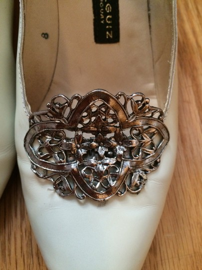 Arika Negruiz Downton Abbey Vintage 1920s Ivory Pumps