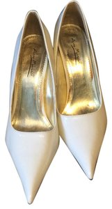 Anne Michelle Ivory Pumps