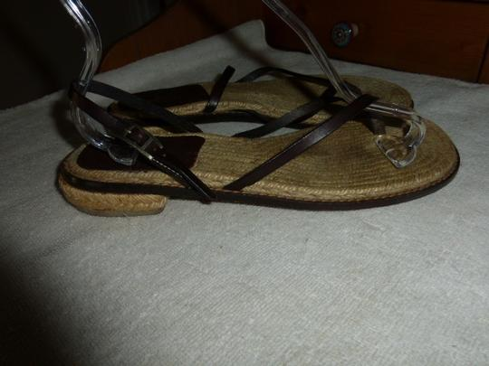 Hermès BROWN LEATHER THONG ANKLE STRAP Flats