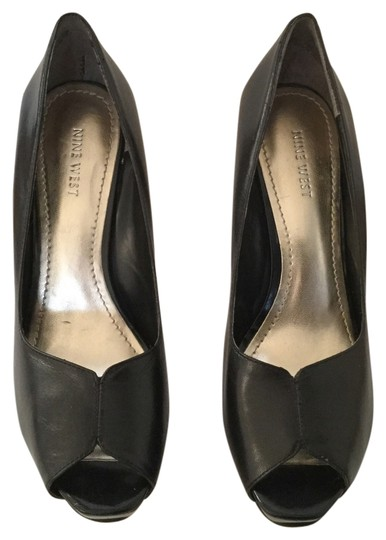 Preload https://item1.tradesy.com/images/nine-west-black-leather-and-patent-leather-combo-pumps-size-us-85-regular-m-b-5914000-0-0.jpg?width=440&height=440