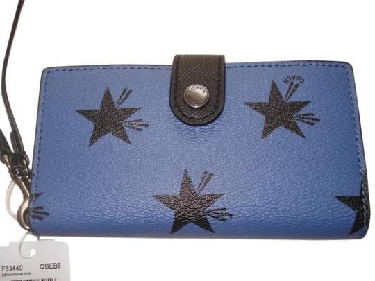 Preload https://item1.tradesy.com/images/coach-blue-star-phone-clutch-in-canyon-print-coated-canvas-limited-edition-wallet-5924860-0-2.jpg?width=440&height=440