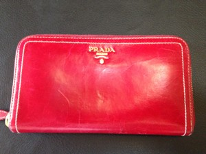 79c4a41f1cd99e Prada Prada Vitello Shine - Russo Zip around wallet