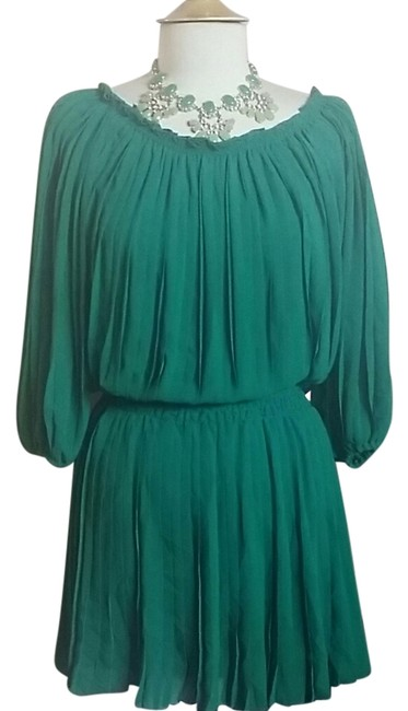 Preload https://img-static.tradesy.com/item/5929288/green-above-knee-night-out-dress-size-2-xs-0-0-650-650.jpg