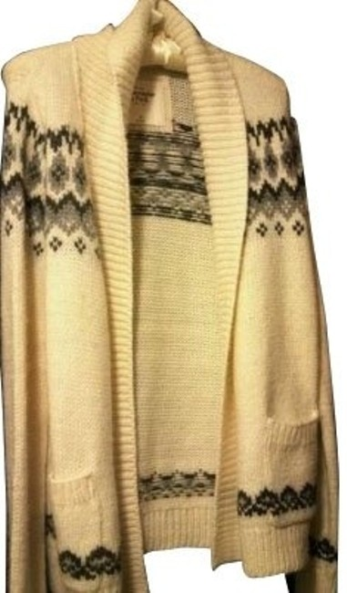 Preload https://img-static.tradesy.com/item/593/abercrombie-and-fitch-cream-sweaterpullover-size-8-m-0-0-650-650.jpg