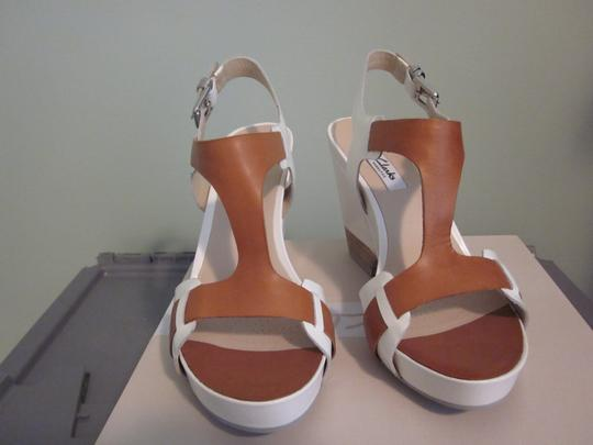 Clarks Leather Stylish Comfortable Cream and Brown Sandals
