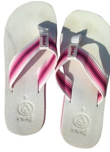 Reef Cute Flip Flop White and Pink Sandals