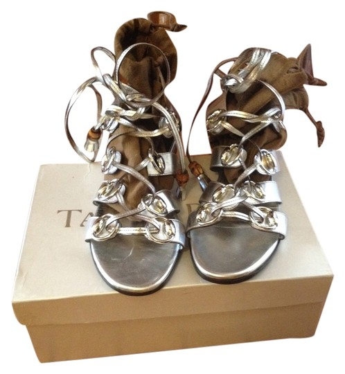 Preload https://item1.tradesy.com/images/gucci-silver-leather-gladiator-sandals-flats-size-us-8-regular-m-b-5935870-0-0.jpg?width=440&height=440