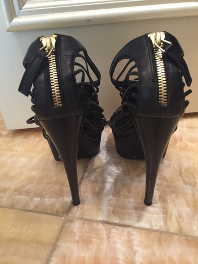 Alexander McQueen black leather and gold accent Pumps