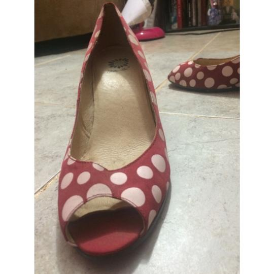 Yellow Box Red and white Wedges