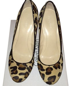 Calvin Klein Nat/blk Pumps