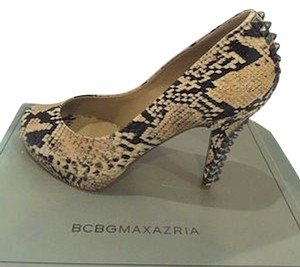 BCBGMAXAZRIA Bcbg Studded Light Stone / Snake Pumps