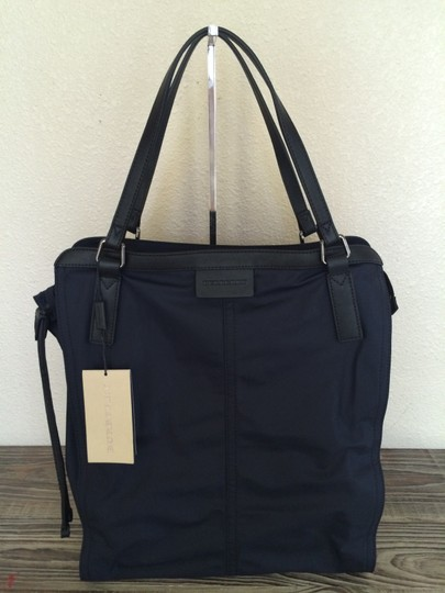 Burberry Check Zipper Tote in Navy