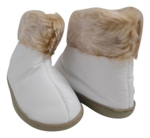 Avon Slippers Faux Fur White Boots