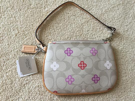 Coach Wristlet in SV/light khaki multi