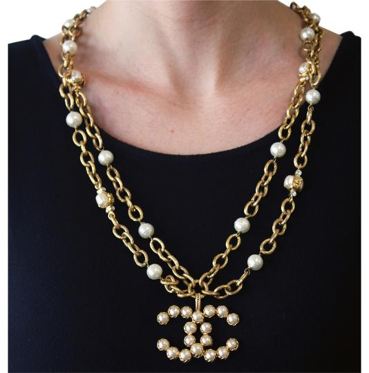 Preload https://img-static.tradesy.com/item/6006892/chanel-yellow-vintage-28-season-collection-row-faux-pearl-and-crystal-large-logo-pendant-30-necklace-0-0-540-540.jpg