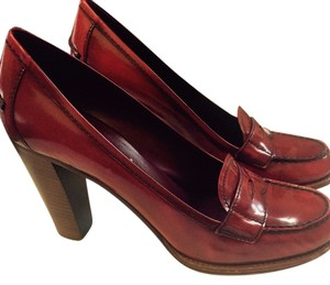 Prada Leather cognac color with red tint Pumps