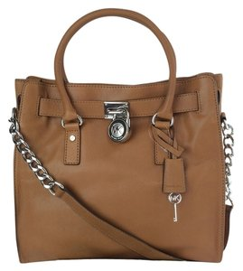 MICHAEL Michael Kors Hamilton Large Padlock Large Tote in Luggage brown