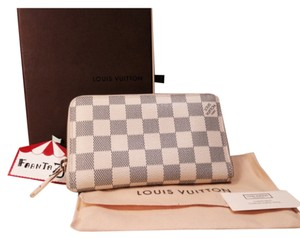Louis Vuitton Louis Vuitton Zippy Compact