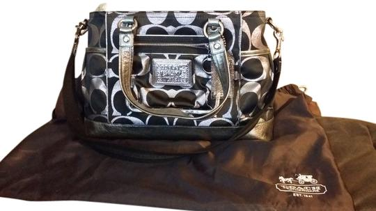 Preload https://item1.tradesy.com/images/coach-poppy-signature-black-and-metallic-tote-6024190-0-0.jpg?width=440&height=440