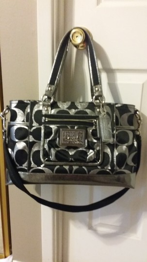 Coach Tote in Black and metallic