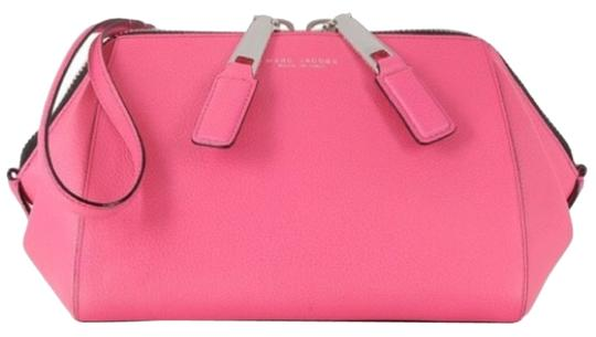 Preload https://item1.tradesy.com/images/marc-jacobs-doctor-pouch-wristlet-new-with-tags-pink-leather-clutch-6025720-0-0.jpg?width=440&height=440