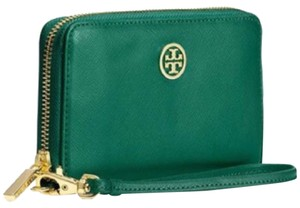 Preload https://item5.tradesy.com/images/tory-burch-green-wristlet-new-with-tags-wallet-6032524-0-0.jpg?width=440&height=440