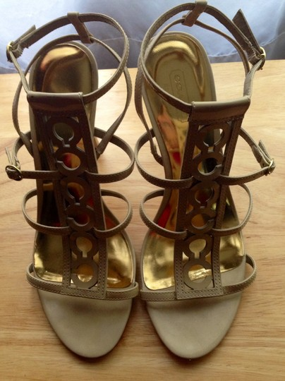 Coach Like New Tan and Gold Sandals