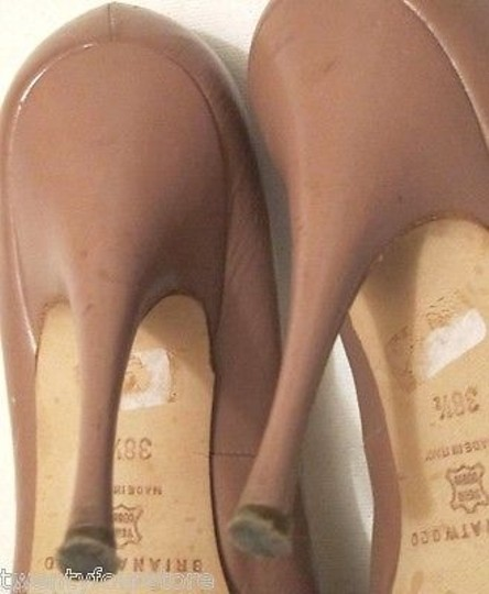 Brian Atwood Nude Tonya Scarpa Carpetto Stefenil Beige Pumps