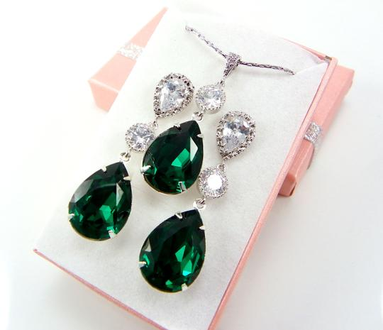 Preload https://item3.tradesy.com/images/green-emerald-swarovski-crystal-sterling-silver-post-gift-necklace-and-earrings-jewelry-set-6040822-0-0.jpg?width=440&height=440
