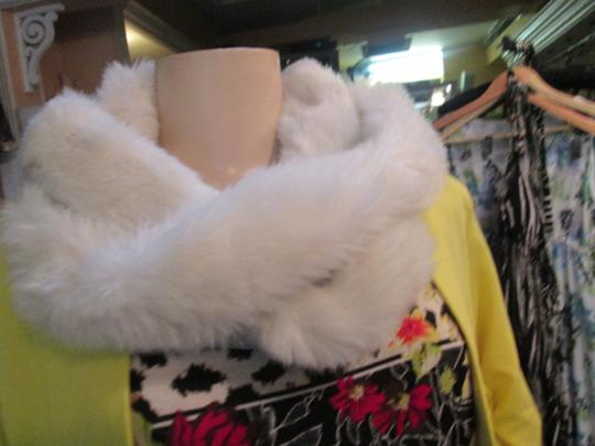 Pamela McCoy Collection Off White Winter Fur Scarf Neck Wrap Stole
