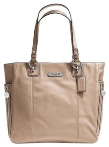 Coach Leather New With Tags Tote in Putty