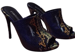 ShoeDazzle Blue snake skin pattern Pumps