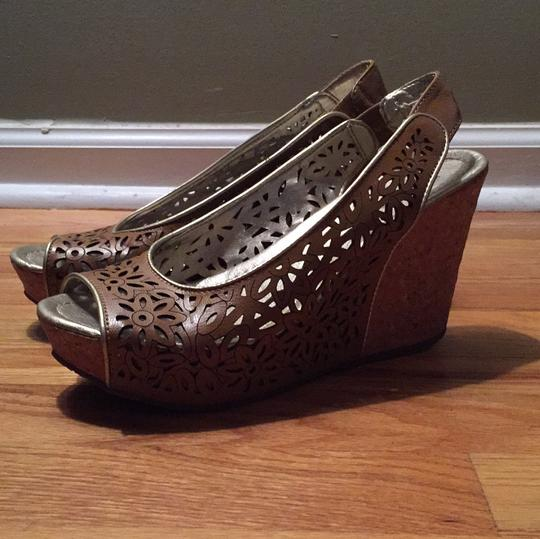 Kenneth Cole Reaction Brown with gold trim Wedges