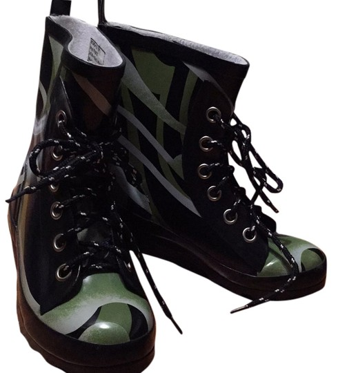 Sporto Black and Silvery Green design. Mid-century modern design Boots