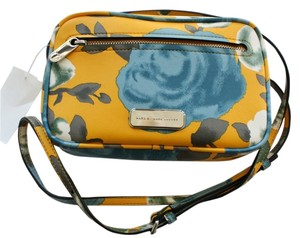 Marc by Marc Jacobs Mbmj Cross Body Bag