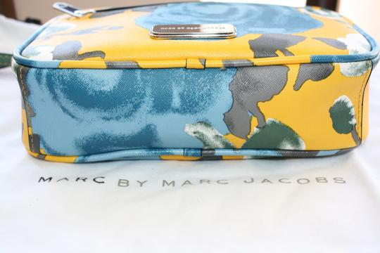 Marc by Marc Jacobs Mbmj Sally Floral Cross Body Bag
