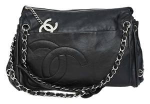 Chanel Modern Chain Tote in black