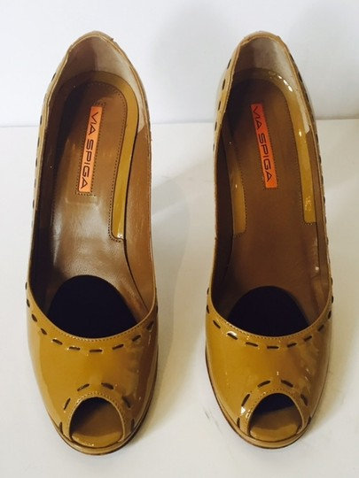 Via Spiga Dot Naplack Patent Womens Italy Designer Heels Peep Toe Pumps Camel Platforms
