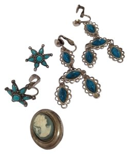 3 pieces vintage in blue, 2 pair of earrings , pendant/?