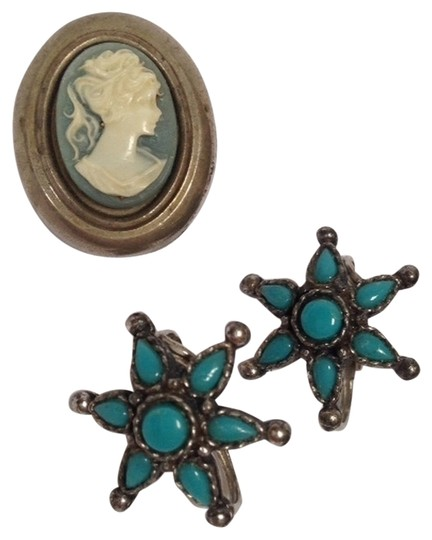 Other 3 pieces vintage in blue, 2 pair of earrings , pendant/?