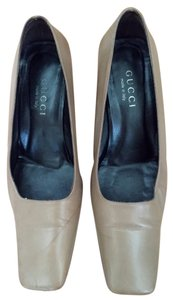 Gucci Made In Italy Leather Classic Square Heel Price Reduction Tan Pumps