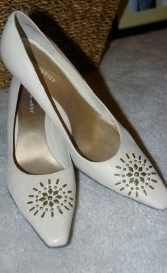 Nine West Beige with gold detail Pumps