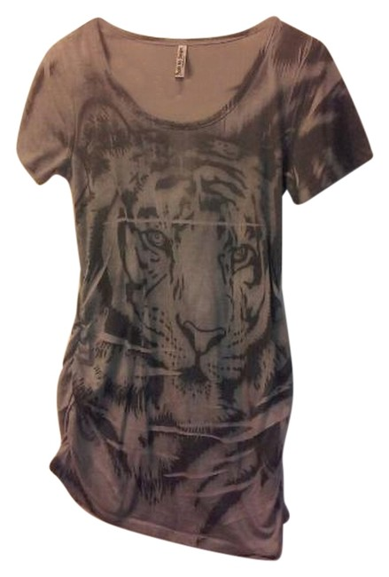 Item - Gray with A Lion On The Front T-shirt Tee Shirt Size 4 (S)