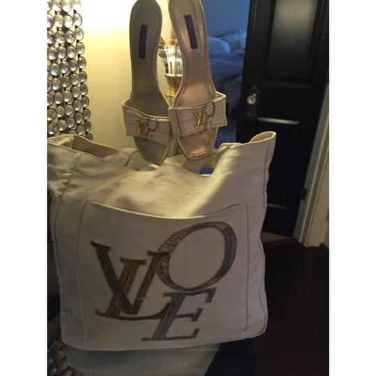 Louis Vuitton Tote in Cream