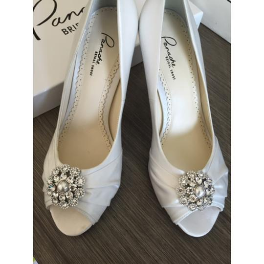Ivory Pumps Size US 7.5 Regular (M, B)
