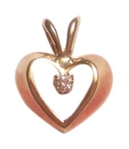 Tiffany & Co. Open Heart Pendant in 18K yellow gold with one diamond, 0.5 x 0.5 ''