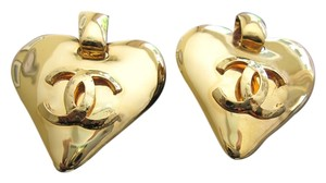 Chanel AUTHENTIC VINTAGE CHANEL GOLD PLATED CLIPPED ON EARRING